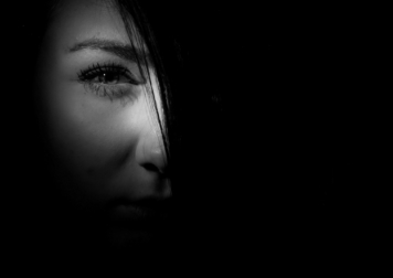 black-and-white-dark-eye-37315