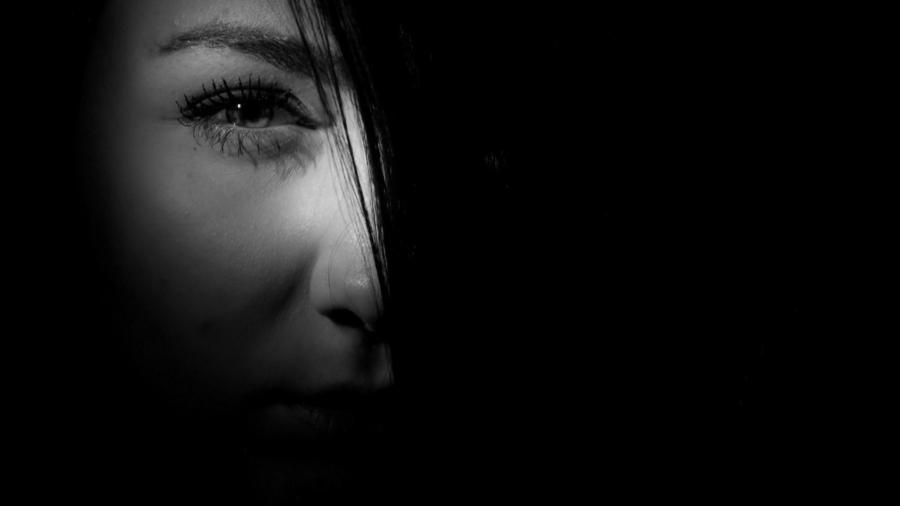 black-and-white-dark-eye-37315